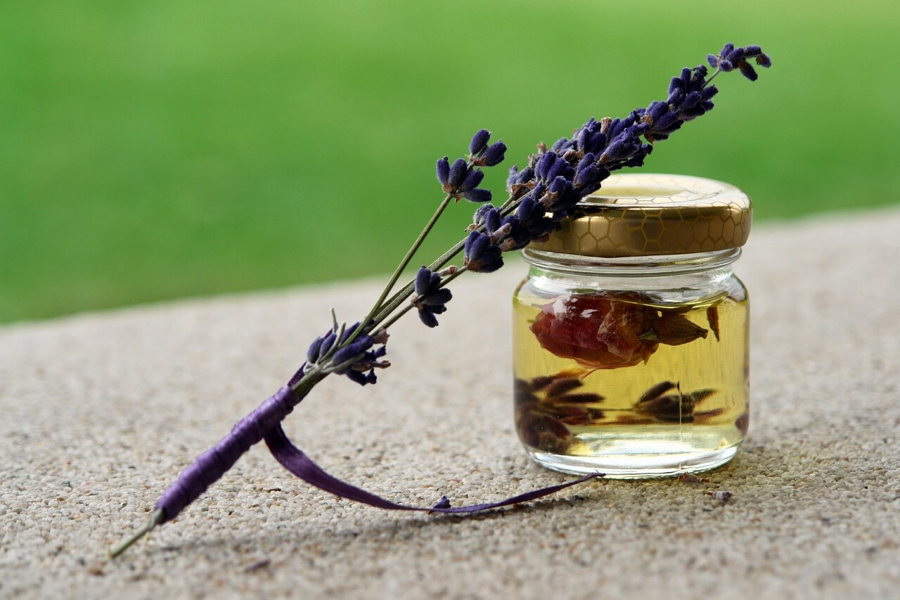 what essential oils are good for skin